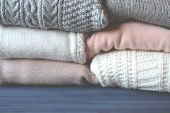 tła pięknej mody dziewczyny odosobniona biały zima Tekstury zima Zima styl Woolen styl życia Fotografia Stock