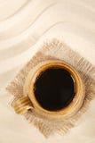 tła plażowy czarny kawowego kubka piasek Obrazy Royalty Free