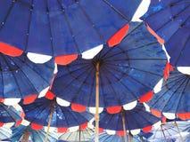 tła plażowy wysoki res parasol Obrazy Royalty Free