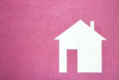 tła pojęcia domu dom odizolowywający nad biel Białego papieru dom na różowym tekstury tle Fotografia Stock