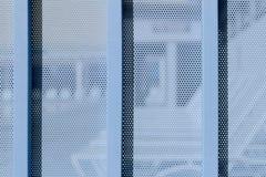 Tła prześcieradło metal zakrywający z liniami kółkowe dziury Obraz Stock