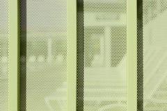 Tła prześcieradło metal zakrywający z liniami kółkowe dziury Zdjęcie Stock