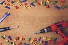 tła szablonu teksta zabawki Dzieciak zabawki narzędzia dla edukaci na drewnianym stole Odgórny widok Mieszkanie nieatutowy Odbitk Zdjęcie Stock