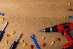 tła szablonu teksta zabawki Dzieciak zabawki narzędzia dla edukaci na drewnianym stole Odgórny widok Mieszkanie nieatutowy Odbitk Obrazy Royalty Free