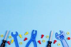 tła szablonu teksta zabawki Zabawek narzędzia na Błękitnym tle Odgórny widok Fotografia Stock