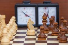 tła szachowego chessboard ilustracyjni kawałki biały Obrazy Royalty Free