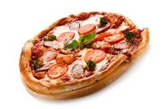 tła włoski kuchenny pepperoni pizzy biel Obrazy Stock