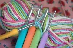 tła zakończenia crochet haczy dzianie Obrazy Royalty Free