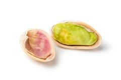tła zamknięta dokrętek pistacja w górę biel zdjęcie stock