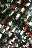 Tło ściana od butelek wino Zdjęcia Royalty Free
