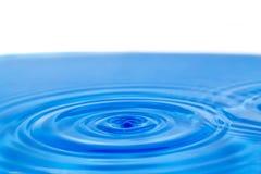 Tło błękitne wody z okręgami Zdjęcie Stock