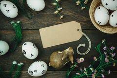 tło barwiący Easter jajek eps8 formata czerwony tulipanu wektor Szczęśliwi Easter jajka bolący na drewnie wygrzewają się Zdjęcie Royalty Free