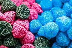 Tło barwić asortowane galaretowe fasole, żuć cukierki w górę obraz royalty free