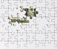 Tło biała łamigłówka w centrum z czego banknot w 100 dolarach obraz stock