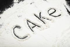 Tło biała mąka, inskrypcja tort obraz royalty free