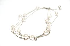 tło białe naszyjnik odizolowane perły? Zdjęcia Stock