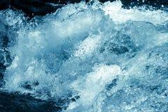 Tło burzowa błękitne wody Zdjęcia Stock