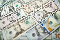 Tło 100 dolarowych rachunków Pieniądze amerykanin sto dolarów bi zdjęcia royalty free