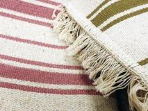Tło dywanowa tkanina w zakończeniu up struktura dywanowa tło szeregu Obrazy Royalty Free