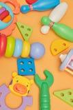 Tło dziecko edukacyjne zabawki Odgórnego widoku zakończenie Zabawki dla młodych dzieci gry dla rozwoju dziecko obrazy stock
