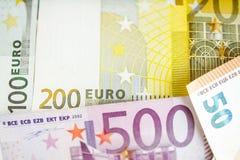 Tło euro rachunki płytkie ogniska, zdjęcia stock