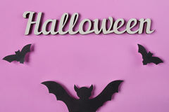 Tło Halloweenowa dekoracja z tekstem Papercut uderza latanie Odgórny widok z kopii przestrzenią Obraz Royalty Free