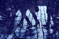 Tło iść na piechotę sylwetek ludzi Zdjęcie Royalty Free