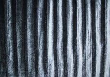 Tło i tekstura silky pofałdowana aksamitna tkanina w srebnym popielatym kolorze zdjęcie royalty free