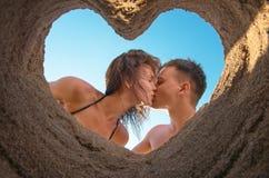 tło kilka całowanie niebieskie niebo na plaży Obrazy Stock