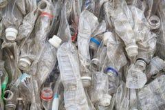 Klingeryt butelki w przetwarzać obraz stock
