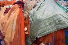 Tło kolorowe sieci rybackie i pławiki obraz stock