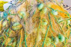 Tło kolorowe sieci rybackie i pławiki fotografia royalty free