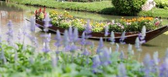 Tło kwiat 60 i łódź Obraz Royalty Free
