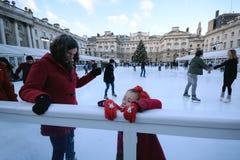 tło lód piękny zimny idzie odizolowywał lekkiej naturalnej łyżwiarskiej białej kobiety Zdjęcie Stock