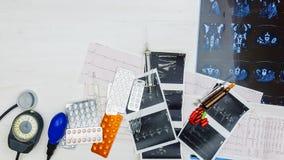 Tło medyczni leki, narzędzia i diagnostyczni wskaźniki, Obraz Royalty Free