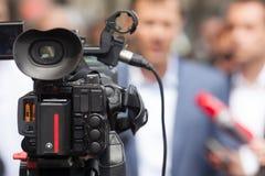 tło mikrofonów prasy konferencja odizolowane white Środka wywiad rzecznik Obrazy Stock
