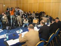 tło mikrofonów prasy konferencja odizolowane white zdjęcia stock