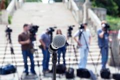 tło mikrofonów prasy konferencja odizolowane white dziennikarz obrazy royalty free