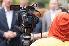 tło mikrofonów prasy konferencja odizolowane white kamery wideo ilustracyjny realistyczny wektorowy Fotografia Stock