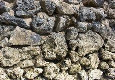 tło naturalnego kamienia Nieociosana stara ścienna tapeta Szorstki popielaty kamienny cegła projekt Fotografia Royalty Free