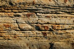 tło naturalnego kamienia Zakończenie ściana ryży płatowaty góra łupek obraz stock
