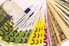 Tło od dolarowych i euro różnych banknotów Obraz Stock