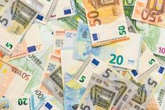 Tło od euro banknotów różni wyznania bucharest biuro c e obrazy stock