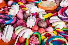 Tło od rozmaitości cukierki, lizaki, guma do żucia zdjęcia royalty free