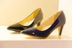 tło odizolowane w but białą kobietą Zdjęcia Stock