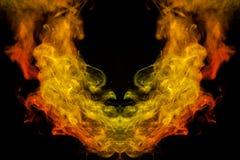 Tło pomarańcze, kolor żółty i czerwony falisty dym w kształcie o, zdjęcia royalty free