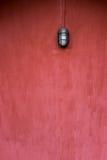 Tło pusta grunge ściana, czerwień malująca, z starą mody lampą Zdjęcie Stock
