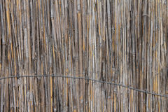 Tło stare powyginane płochy, wiążący up drut zdjęcia stock