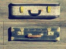 tło szczegółów tekstury okno stary drewniane Stary retro rocznik walizek valise na drewnianych deskach Zbieracki zgromadzenie w s Zdjęcia Stock