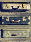 tło szczegółów tekstury okno stary drewniane Stary retro rocznik walizek valise na drewnianych deskach Zbieracki zgromadzenie w s Obraz Royalty Free